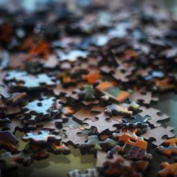 Ein riesiges Puzzle mit fehlenden Teilen…